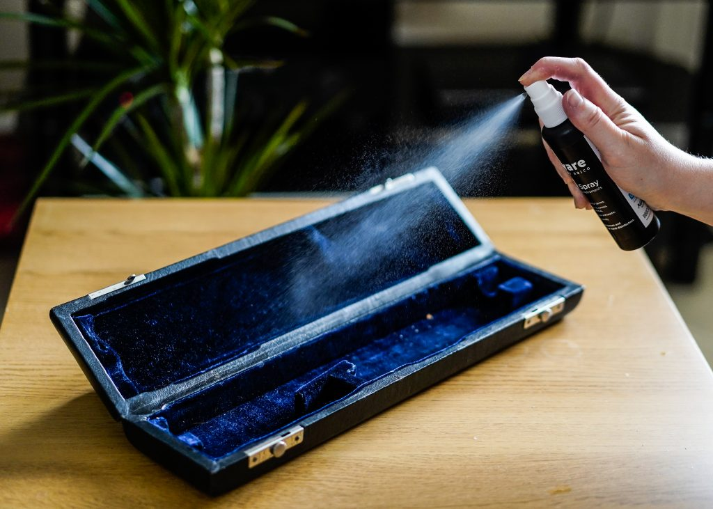 Refreshing flute case with Edgware BY BBICO Sanitiser Spray